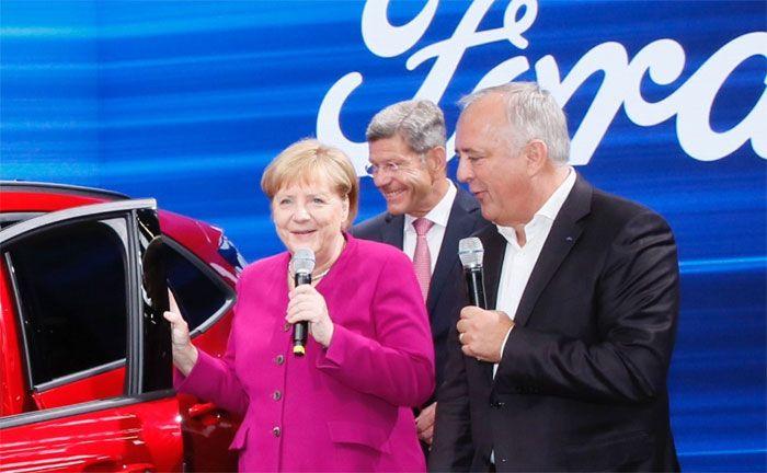 Bundeskanzlerin Angela Merkel besuchte Ford auf der IAA