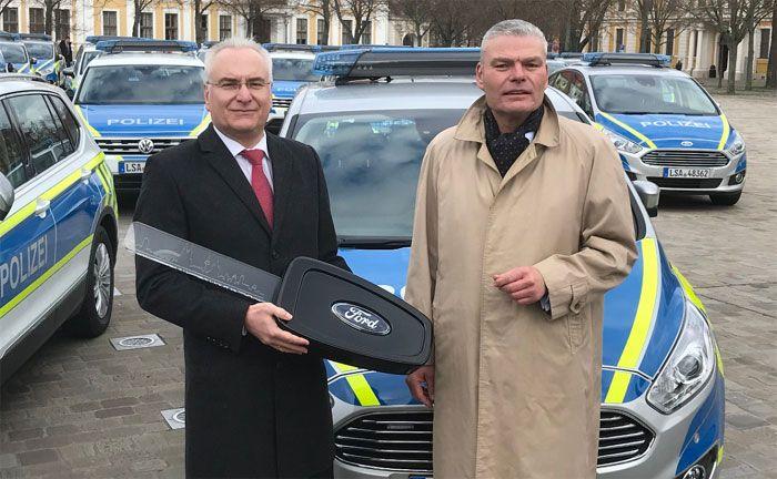 Ford übergibt 47 S-MAX-Funkstreifenwagen an die Polizei Sachsen-Anhalt