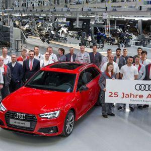 Audi-Mitarbeiter feiern 25. Geburtstag des Audi A4 in Ingolstadt