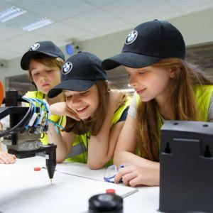 Tech4Kids – Technik begeistert Schüler in Grundschulen an den BMW Group Werksstandorten Regensburg, Landshut und München