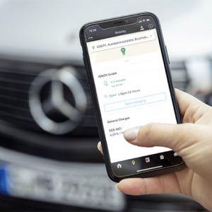 Mit dem IONITY-Paket bietet Mercedes me Charge seinen Mercedes-Benz EQC-Kunden ein attraktives Vertragsmodell zu einem vergünstigten Ladepreis von 0,29 Euro pro geladener Kilowattstunde. EQC-Kunden erhalten das IONITY-Paket ein Jahr lang ohne Grundgebühr.