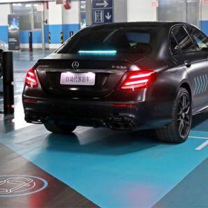 """Automated Valet Parking beginnt damit, dass der Nutzer das Fahrzeug zunächst in einer entsprechend gekennzeichneten """"Drop-off Area"""" abstellt."""