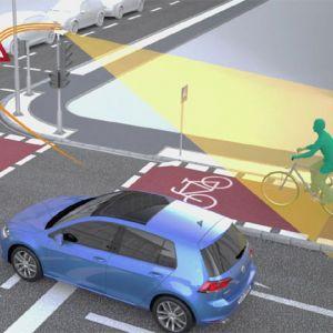 Sensoren an der Ampel erfassen den Radfahrer und warnen den Autofahrer