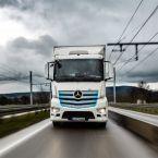 Geplanter Vergleich mit Oberleitungs-Lkw: batterieelektrischer Mercedes-Benz eActros fährt auf zukünftiger Oberleitungsstrecke bis zu 300 km täglich