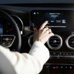 """Mercedes me """"Fuel & Pay"""" ermöglicht kontaktloses und komfortables Bezahlen direkt an der Zapfsäule"""