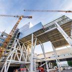 Themenführung Baustellenrundfahrt: Experten der Fabrikplanung erläutern die Baustellen und Neubauten des Werks.