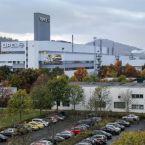 Opel-Werk Eisenach vor dem Thüringer Wald
