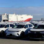 Volkswagen ID.4 1ST startet ökologisch transportiert im LNG Frachtschiff in die Welt